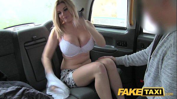 Fake Taxi ชวนสาวนมใหญ่เย็ดซะเลย เสนอเงินให้ก็ไม่เอาแต่ให้ดูควยเห็นใหญ่แล้วเอาเลย