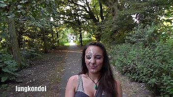 แฟนสาวสุดสวย กลางสวนสาธารณะให้แฟนแตกใส่หน้าแล้วถ่ายเซลฟี่โชว์ ro89