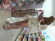 มุดกระโปรงสาวช้อปปิ้งมาดูใต้กระโปรงของสาวๆที่ใส่สั้นกันครับว่าวันนี้เธอใส่กางเกงในสีอะไร