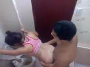XXX CLIP THAI แม่งเย็ดกันนี่หว่าร้องเบาเบาสิรู้ว่าเย็ดในห้องน้ำเดียวโดนข้างห้องแอบถ่ายหรอก