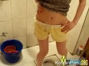 คลิปหลุด เย็ดแฟนสาวในห้องน้ำ ถอดเสื้อกล้ามมานมกลมใหญ่เต็มไม้เต็มมือครับอย่างงี้แหละ ใช่เลย น่าเย็ดหี