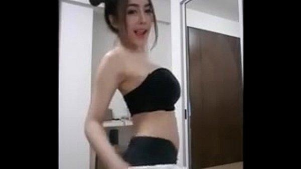 สาวพริตตี้ใส่ชุดดันนมโตโต นมอย่างใหญ่ แม่งเต้นยั่วควยของจริงเลย คนๆนี้