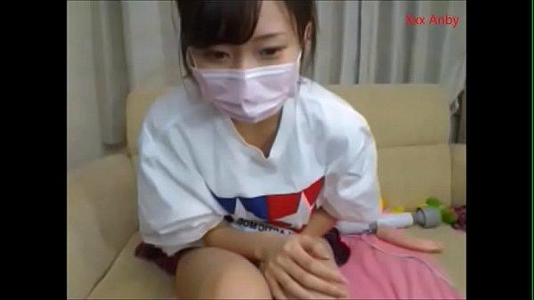 สาวญี่ปุ่นนั่งหน้าเงี่ยนอยู่ตรงหน้ากล้อง เปิดกล้องโชว์ลีลาพาเสียวเล่นหีตัวเองพร้อมของเล่นมากมาย