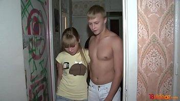 video xxx clip เด็กวัยรุ่น 18 นัดเย็ดกับวัยรุ่นที่มหาลัย โดนเอาหีโดยการรุมเรียงคิวแบบ av xxx clip tube porn free