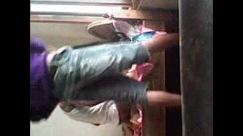 คลิปหลุดนักเรียนมอปลาย พาเพื่อนสาวมารุมโทรมที่บ้านร้าง เรียงคิวเลยน้ะ