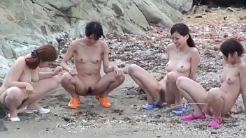 แอบถ่ายสาวญี่ปุ่นเล่นทะเล แก้ผ้าเยี่ยวลงทะเล น่าเย็ดให้เข็ดจริงๆ