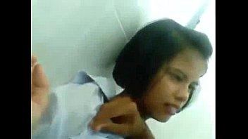 หลุดไทยแท้เด็กมัธยมใส่คอซองนมใหญ่มาก แฟนหนุ่มจับถอดถือกล้องถ่ายลงกลุ่มxxx