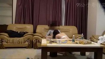 จ้างไซด์ไลน์มาเย็ดที่บ้าน อย่างกับราชานั่งดูทีวีแล้วให้เด็กๆอมควย