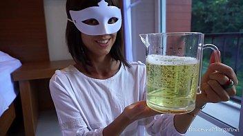 คลิปโป๊แนวโรคจิต สาวกินเยี่ยวผู้ชายผสมเบียร์ อยากเมาแบบเร็วๆต้องลอง