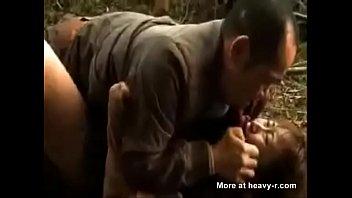 หนังโป๊แห่งพงไพร ไอ้แก่ตัณหากลับจับเด็กเย็ดสดกลางป่าบังคับแหกหีซอยยิกเสียวยับ 18+