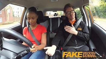 Fake Driving School หลอกเย็ดเด็กนักเรียนสาวผิวดำ ถึงกับตกใจแล้วตื่นเต้นที่ตจะได้โดนเย็ดโดยคนขับรถ