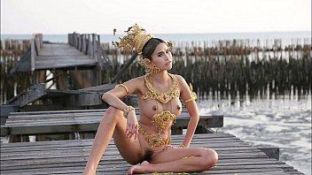 ภาพหลุดนางแบบเอาชุดไทยมาใส่แบบโป๊ เห็นทั้งหีทั้งนม