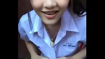 [18+] คลิปเสียวอย่างไทย เด็กนักเรียนหน้าตาดีโชว์ความเอวบางร่อนโชว์อย่างสุดติ่ง นมกำลังสวยวัยกำลังโต