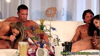 ปาร์ตี้เซ็กส์ของบ้านพักคนรวยมาดูความสุดยอดของลีลาสาวสาวฝรั่งกัน