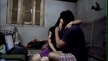 คลิปหลุดอินเดียผัวเมียนั่งดูดปากกันตอนเล่นคอมพิวเตอร์ เกิดอารมณ์เงี่ยนเลยxxxกัน