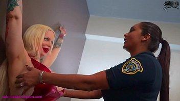 ตำรวจหญิงสาวเจอสาวโรคจิต ชอบแนวเลสเบี้ยนหญิงเย็ดหญิงผลัดกันเลียหีอะ