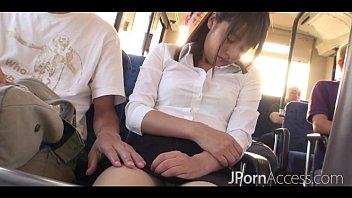 หลุดบนรถบัสUNCENSORED หนังโป๊เด็ดแนวข่มขืนสาวนิสิตบนรภสาธารณะเห็นท่าดีรีบเข้ามาลงแขกเย็ดหีกันใหญ่