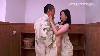 หนังโป๊ญี่ปุ่นมาใหม่ เย็ดสาวกระหรี่ย่านโตเกียว ยืนเอากันคาชุดเลย เงี่ยนควยจัดทนไม่ไหว แค่เห็นนมก็เงี่ยนควยแล้ว