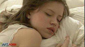 xxxฝรั่ง มีเมียเด็กต้องคอยดูแลร่างกาย เงี่ยนแค่ไหนต้องจัดให้พร้อม หุ่นเด็ดมากปลุกมาเย็ดแต่เช้า รูหียังไม่ทันเปิดดีเลย เสียบเข้าซะมิดด้ามแล้ว