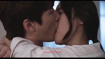 หนังxเกาหลีเรื่องใหม่ แอบเย็ดกับสาวที่ทำงานลับหลังเมียตัวเอง ร่านดีนักจับปี้เอาให้หีพังเลย พอน้ำแตกแล้วค่อยแยกทาง