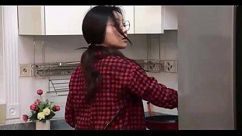 หนังโป๊เกาหลีเต็มเรื่องห้ามพลาด แม่บ้านสาวสุดเฉิ่มโดนผัวเอามันส์ทุกวันจนติดใจ เห็นเนิร์ดๆแบบนี้อย่าใฟ้โชว์ลีลการเย็ดเชียวนะ เสียวกันเป็นแถบ