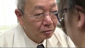 HDเอวีญี่ปุ่น หมอแก่แอบเอากับพยาบาลสาวสวย หลังจากตรวจคนไข้เสร้จเรียกพบพร้อมบรรเทาความเงี่ยนอย่างว่องไว