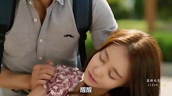 หนังเรทอาร์เกาหลีออนไลน์ ช่วยสาวเป็นลมเธอดันตอบแทนด้วยร่างกาย หุ่นโคตรแจ่มไม่เสียแรงเลยที่ช่วย แหกหีให้เย็ดสดๆซะด้วย จับล่อแรงไม่ยั้งควยเลยงานนี้